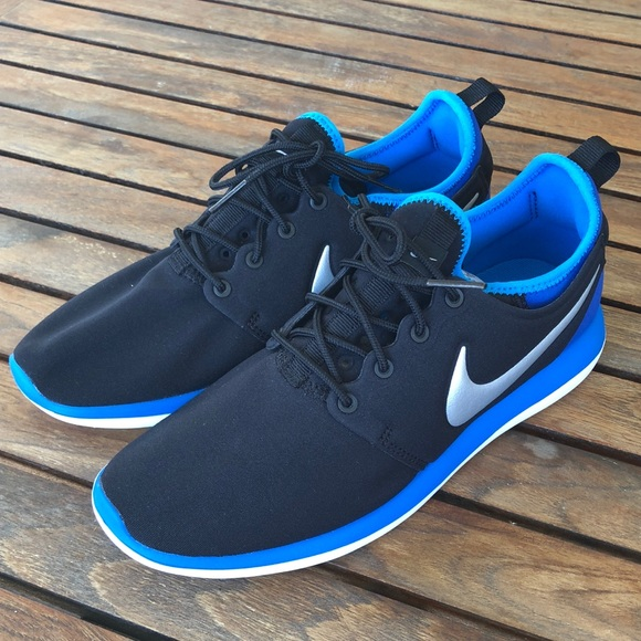 53be29406de01 Boys NIKE roshe two gs shoes 6y NWT